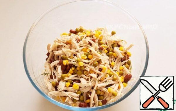 In a salad bowl, mix the chicken breast, peas, beans and corn. Add the herbs. Mix well. Put half of the salad in a separate bowl.