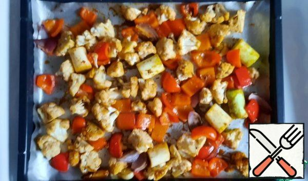 Mix all the seasonings, add to the vegetables, mix well. I did it right away on a foil-lined baking sheet. Bake in the oven for 25-30 minutes, you can mix once.