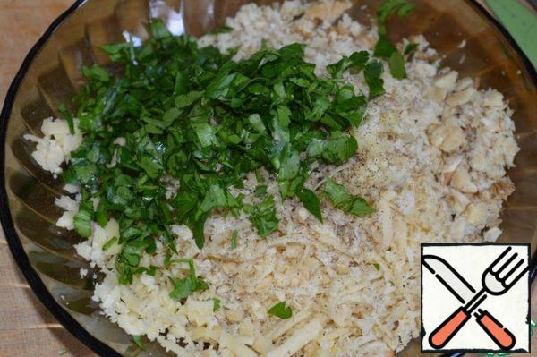 Prepare the filling: chop the nuts and parsley, grate the cheese, pass the garlic through the press. Add salt and pepper to taste, mix well.