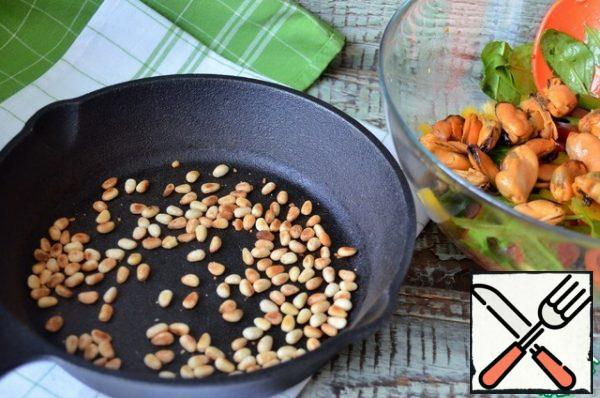 Fry the nuts in a dry pan and cool.