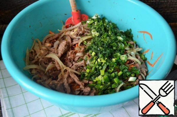 Transfer hot to the carrot-mushroom mixture. Chop the greens, add them. Mix, bring to taste salt/sugar, pepper/garlic. Cool down.