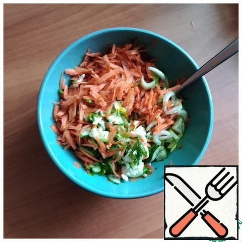 Eggs need to be hard-boiled. Celery and cucumbers are cut into thin small plates, randomly. Grate the carrots on a medium-sized grater. Greens: finely chop parsley and dill. We put everything in a salad bowl. Add the finely chopped egg whites.