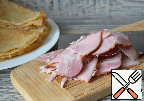Slice the ham thinly.