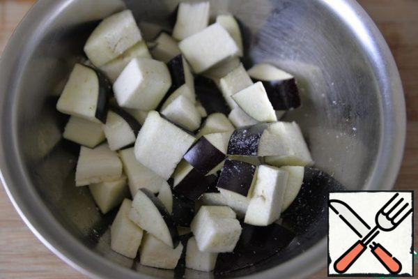 Cut the eggplant into large cubes( cubes), cover with salt and leave for 1 hour to leave the bitterness.