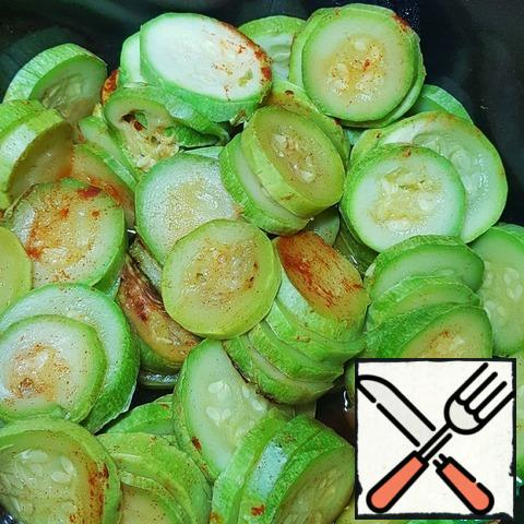 Zucchini cut into circles and stew with paprika.