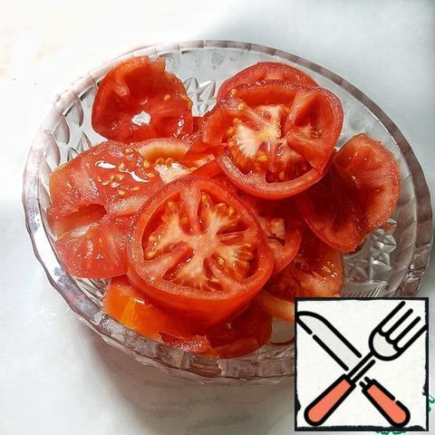Tomatoes cut into circles