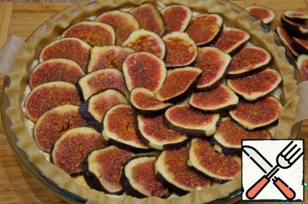 Place the figs on top and sprinkle with brown sugar.