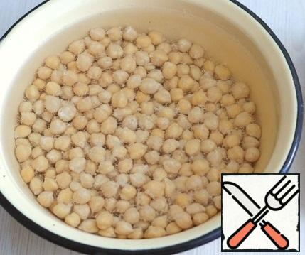 Soak the chickpeas (1 cup) in cold water overnight. Then rinse in 2-3 waters. In a saucepan, add chickpeas, pour water for about 2 fingers, add salt to taste and spices. Put the pan on a low heat and cook the chickpeas until tender.
