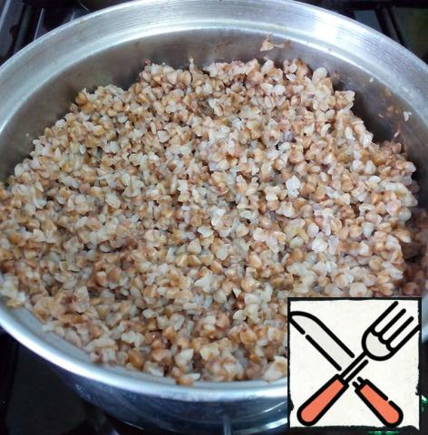Wash and boil the buckwheat in salted water. Allow to cool at room temperature.