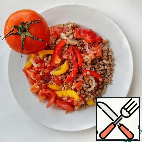 Combine the vegetables together with the buckwheat.