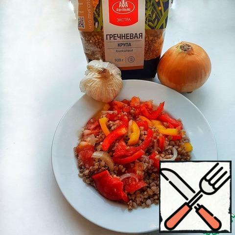 Add vegetable oil and spices, if desired, you can add garlic grated on a fine grater.