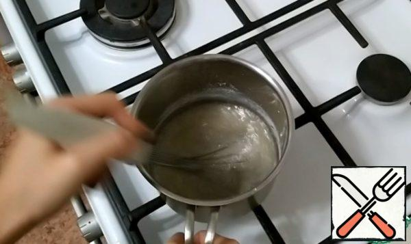 In a saucepan, pour the sugar, add 3-4 tablespoons of water. Cook over low heat, stirring, until the sugar dissolves. Sugar should get a golden color.