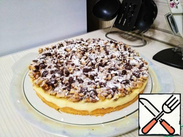 You can also sprinkle with powdered sugar. With powdered sugar, it turned out too much))) Snow cake turned out))) You need very little powder. It turns out a delicate pie. Walnuts are perfectly combined with vanilla cream. Bon Appetit!