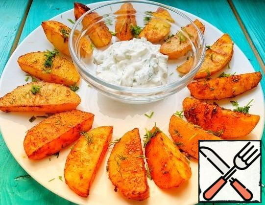 Potatoes are served with sauce! Beautiful and incredibly delicious potatoes are ready! Be sure to prepare it you will not regret it)