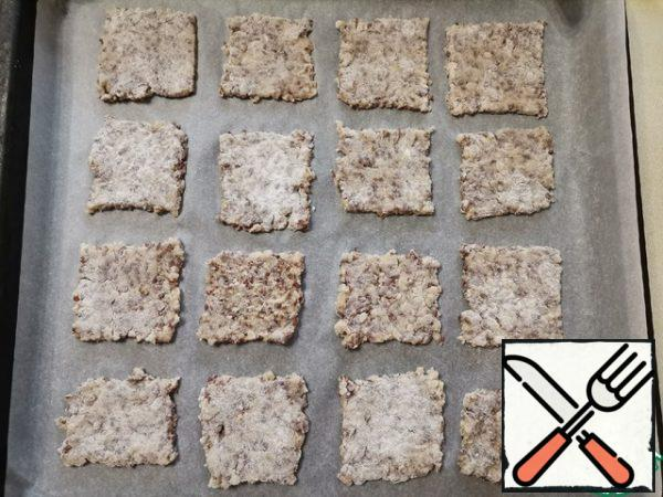 The oven is heated to 180 degrees. Cover the baking sheet with parchment and lay out the rice squares. Bake for 15 minutes, then take out the baking sheet and turn the chips on the other side. Bake for another 10-15 minutes. The main thing is not to overdo it! As soon as they start to brown, they are ready.