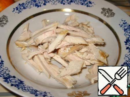 Cut the chicken fillet into strips.