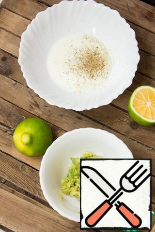 Half of the avocado cut into small pieces, pour lemon juice (I have lime), chop with a fork. Add salt and pepper to the yogurt.