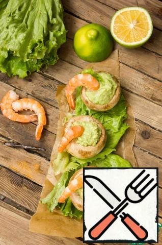 Then we insert a shrimp into each mushroom.