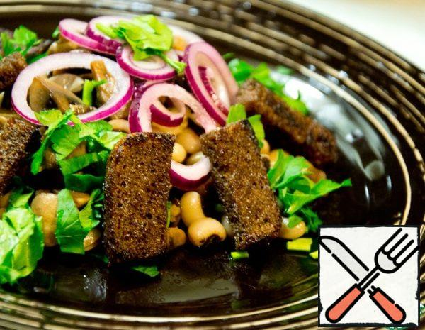Salad with Beans and Croutons Recipe