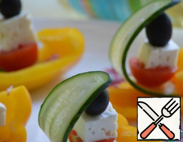 Greek Salad in a Pepper Boat Recipe