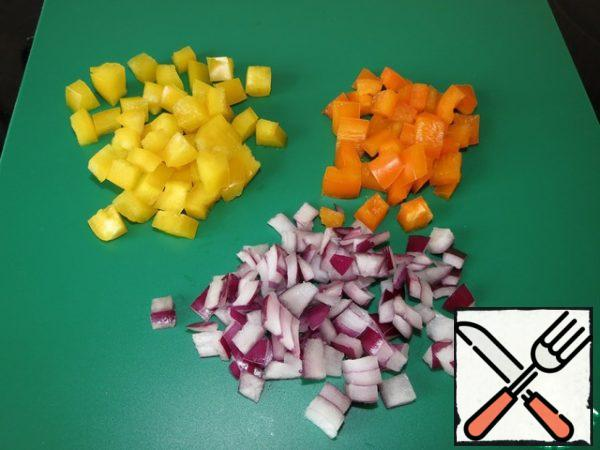 Dice the onion, yellow and red pepper.