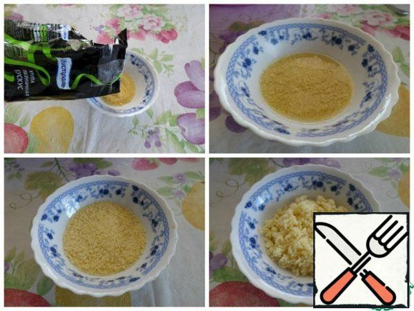 We prepare couscous according to the recommendations on the package.