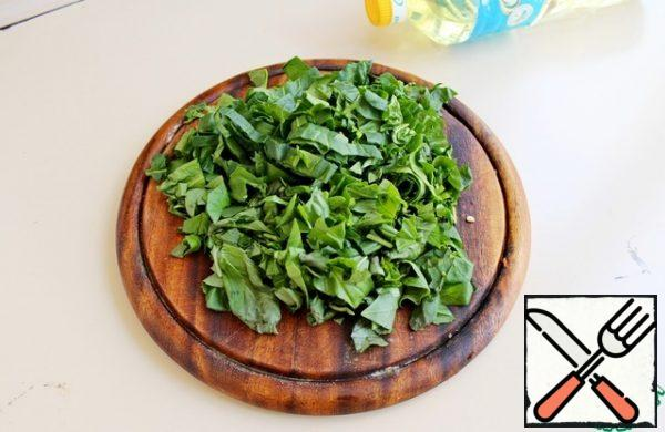 Chop the fresh spinach and basil. Add to the vegetables, season and cook for 2 minutes. Remove from the heat and serve with the tofu cubes fried.