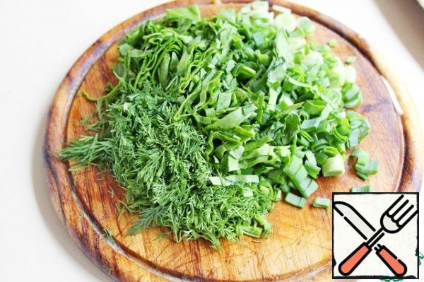 Cucumber and radish cut into thin slices, onion-feathers. Spinach cut into strips, dill and green onions finely chopped.