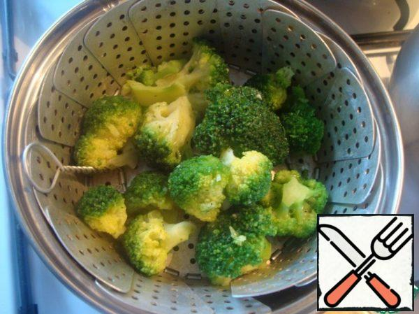 I boiled the broccoli for a couple of 10 minutes. You can just boil it in water.