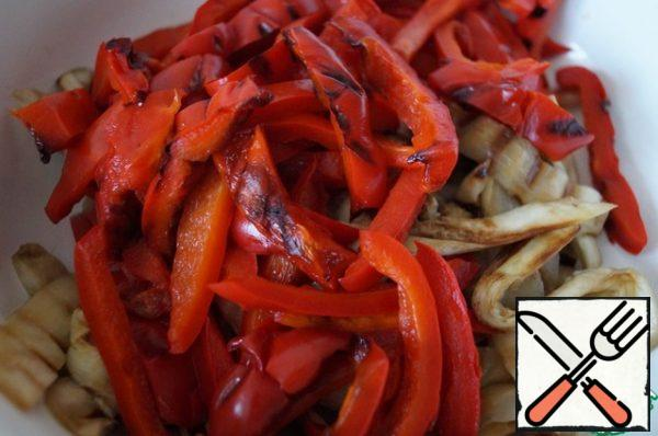 Pepper is also cut into strips and combine with eggplant.