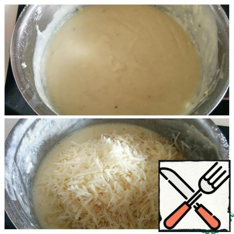 Add the cheese, mix well, salt, pepper. The sauce is very fragrant, tender and thick.