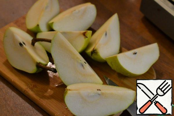 Remove the foil. Wash the pears and cut them into quarters. Add to the rabbit.