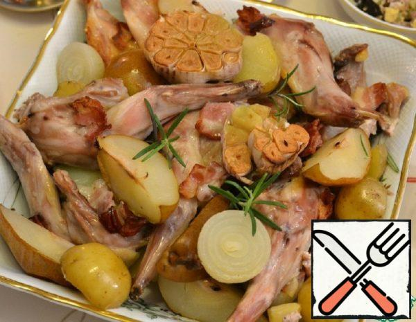 Rabbit baked with Garlic and Pears Recipe