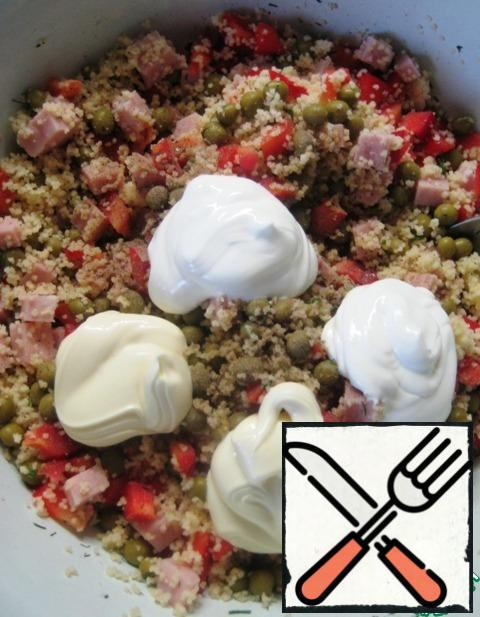 Season the salad with mayonnaise and sour cream. Mix gently and serve.