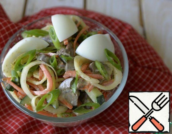 Serve the salad chilled. When serving, decorate with egg slices, sprinkle with green onion feathers.