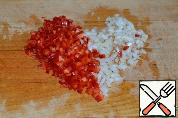 """Cut the onion and the postponed """"tails"""" into cubes."""