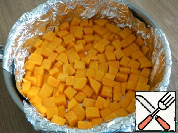 Put half of the sliced pumpkin in a greased baking dish.