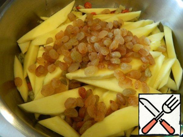 We put mango and raisins on top.