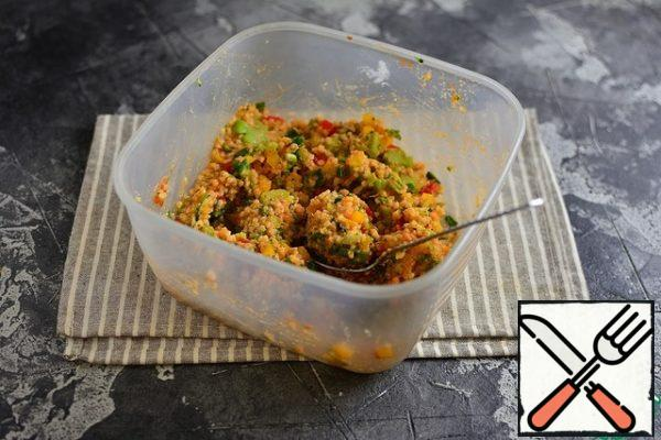 Add diced peppers, chopped onion and garlic, chopped broccoli, tomato paste, paprika and salt. Stir the minced meat well.