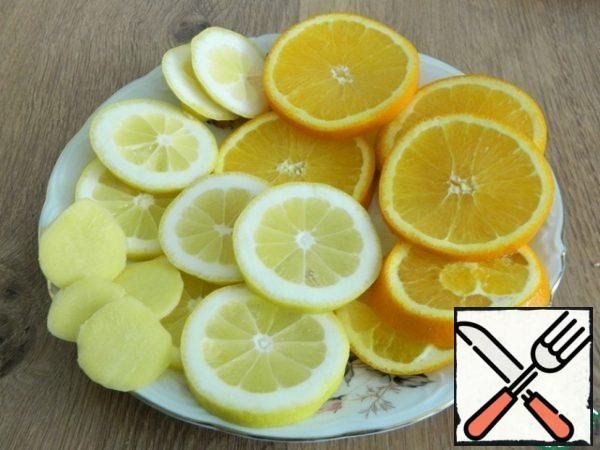 Orange, lemon pour boiling water and cut into circles. Peel the ginger and cut it too.