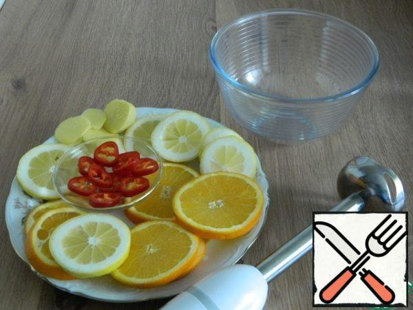 Prepare a container where we will grind citrus fruits.