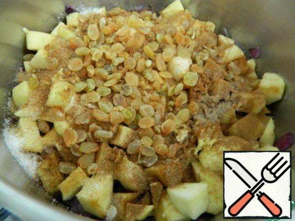 A mandatory component of the sauce is yellow raisins, it is added next.