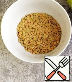 Wash the lentils with water 2-3 times and put them in a cauldron.