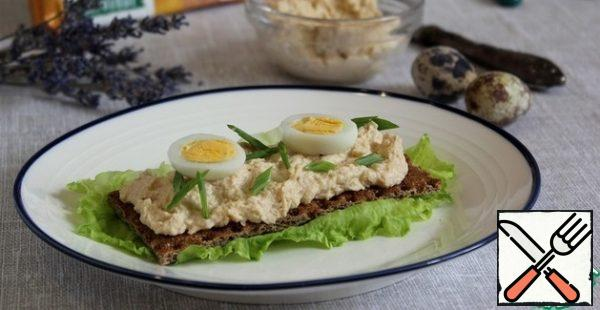 The pate can be refined by adding quail egg, lightly salted salmon, hamsa, olives, herbs, etc.