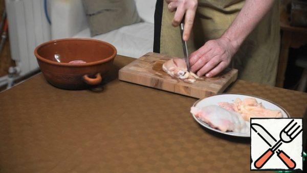 Remove the skin from the chicken, and make 2 deep cross-cuts on each portion piece.