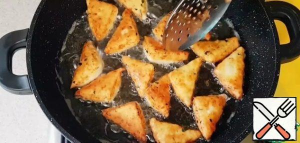 Fry in hot vegetable oil over medium heat on both sides until tender