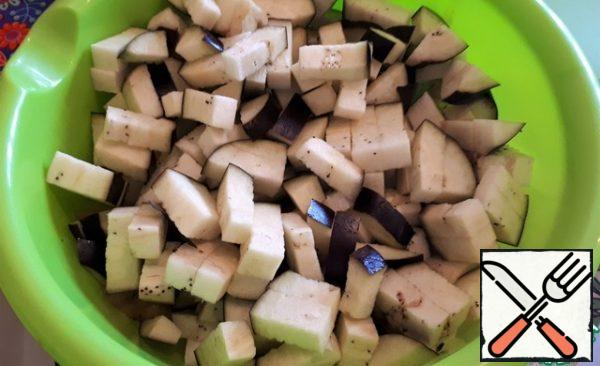 Cut the eggplant into small cubes, send it to fry to the onion.