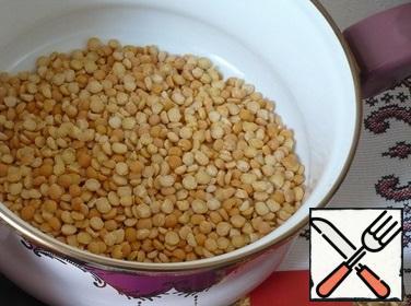 For the preparation of pea puree, I took crushed yellow peas.