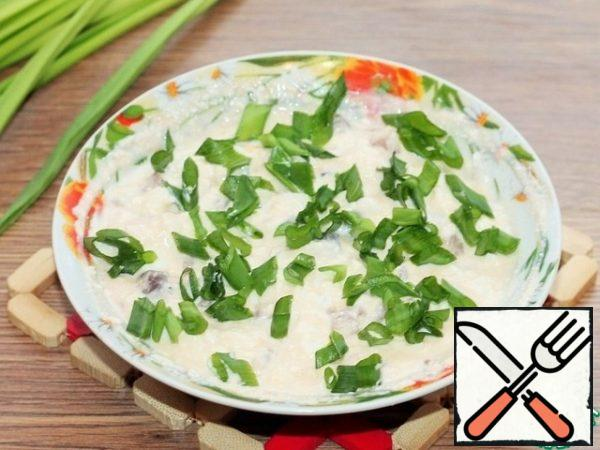 And at the end of cooking, chop the green onions finely and mix in the curd mixture. It does not need much, it is enough, as in the photo.