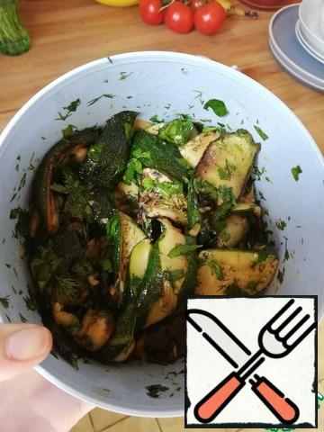 Gently stir in the zucchini and let stand.